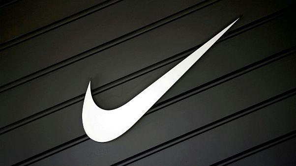 جنجال بر سر لوگوی شبیه «الله» زیر کفش نایک