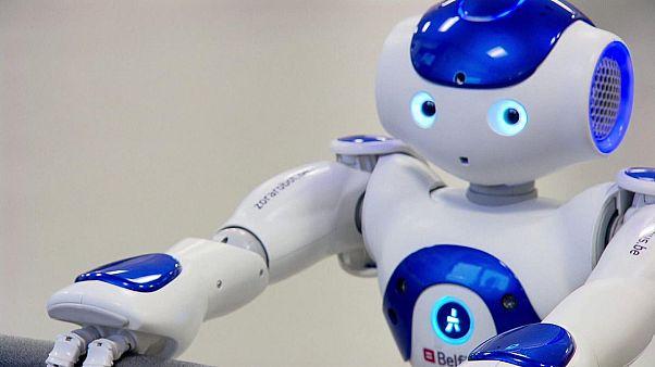 هل سيأتي يومٌ تَحُلُّ فيه الروبوتات محلّ القضاة في المحاكم؟!