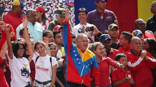Muhaliflerin cumartesi sokağa çıkacağı Venezuela'da iktidar yanlılarına gösteri çağrısı