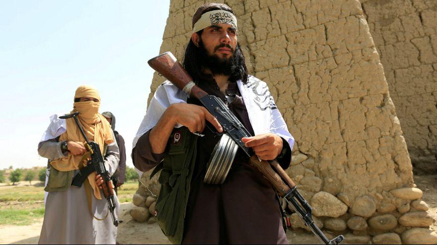 کاهش کنترل کابل بر خاک افغانستان همزمان با مذاکرات صلح طالبان