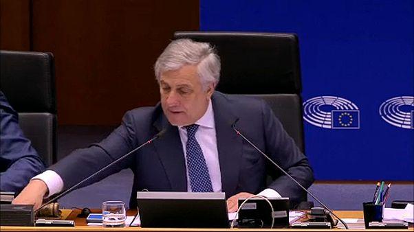 Eurodeputados adotam regras de maior transparência