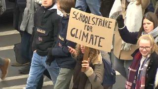 Ismét a klímaváltozás miatt tüntettek belga fiatalok