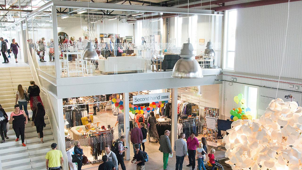 Climate-smart shopping in the world's first recycling mall