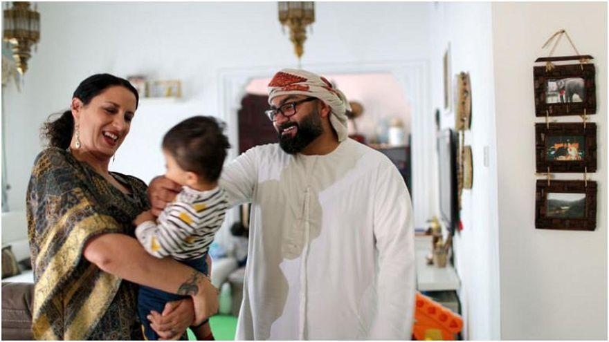 التسامح الديني في دبي نمط عيش.. كيف يعيش إماراتي مسلم تزوج إيطالية كاثوليكية؟