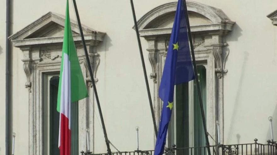 Italy plunges back into recession: statistics agency