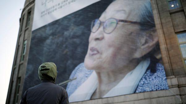 Seks kölesi Koreli kadınların sembol isminin cenazesinde Japonya protestosu