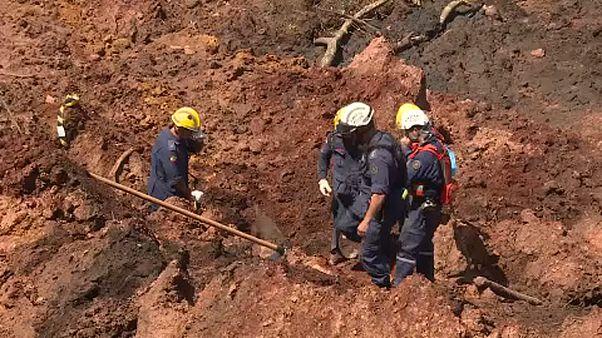 A víz és az iszap is veszélyes lehet a beszakadt brazil gátnál