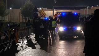 جانب من احتجاجات الكتالونيين بسبب نقل سياسيين إلى مدريد