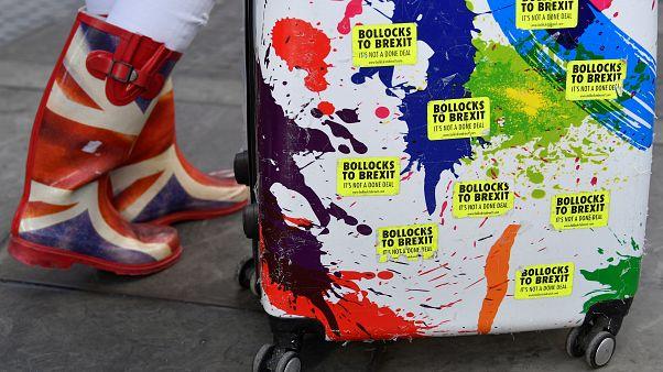 La UE acuerda otorgar libre visado a todos los ciudadanos británicos aún sin acuerdo de Brexit