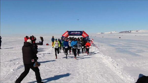 Sept marathons, en sept jours aux quatre coins du monde