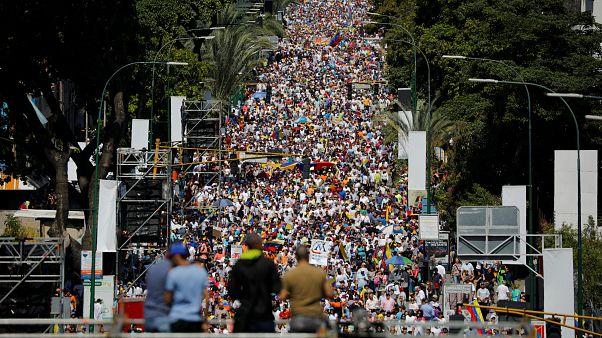 Jornada crucial en el pulso de poder entre Maduro y Guaidó en Venezuela