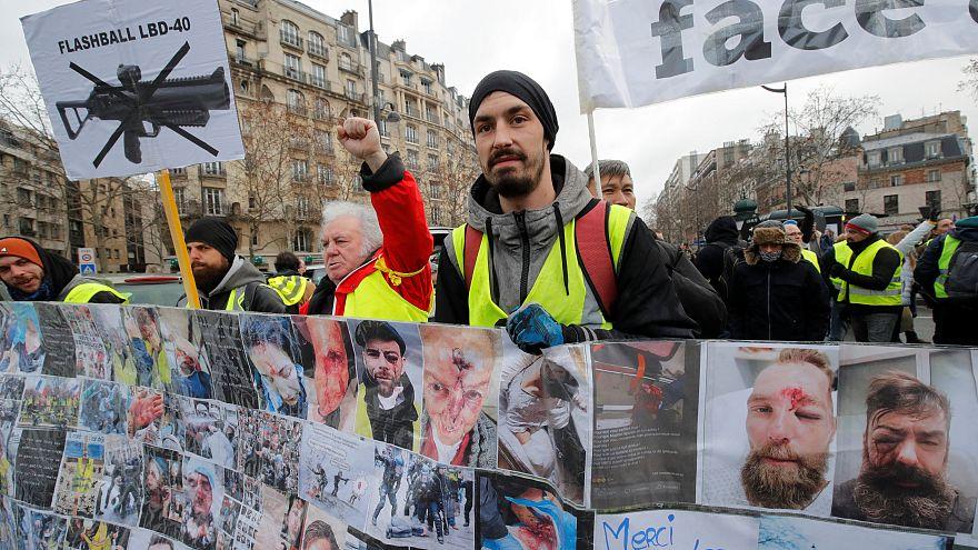 «Gilets jaunes» проводят 12-й уикенд протестов, осуждают насилие со стороны полиции