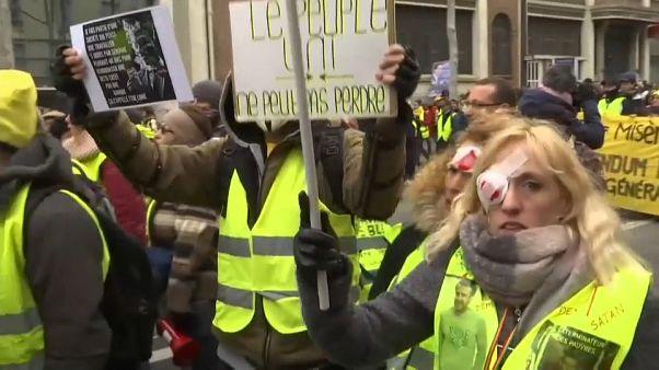 Francia, gilet gialli: scontri a Parigi, disordini in altre città