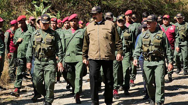 Yüksek rütbeli general Maduro'yu terk etti