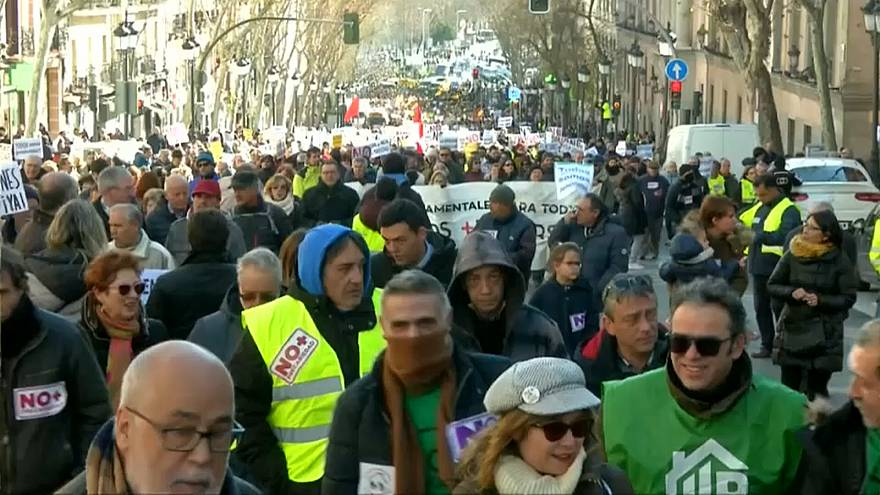 Thousands protest in Madrid demanding higher pension increase