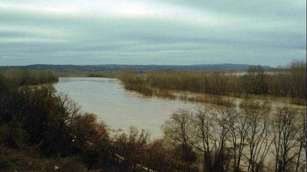 Αγνοούνται τρία παιδιά στον ποταμό Έβρο