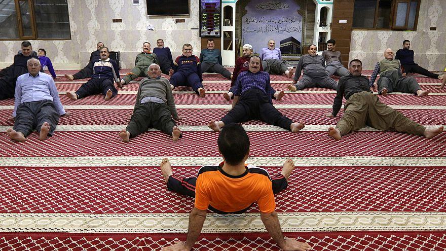 من التدريبات في مسجد حلبجة العراقي