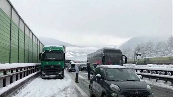 Italy: Firefighters rescue 200 people trapped in snowy motorway