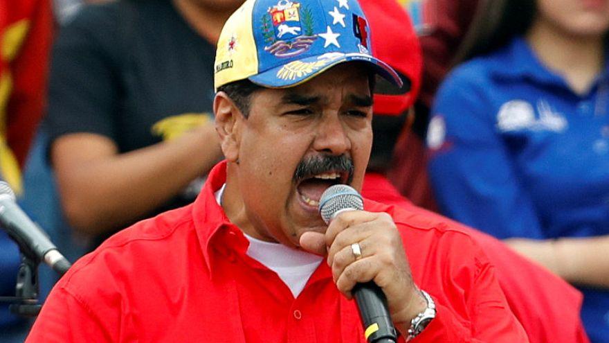 El chavismo arropa a Maduro, que ofrece elecciones legislativas