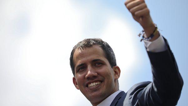 Βενεζουέλα: 19 ευρωπαϊκές χώρες αναγνώρισαν τον Γκουαϊδό