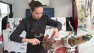 راكيل أكوستا مقطعة لحم الخنزير