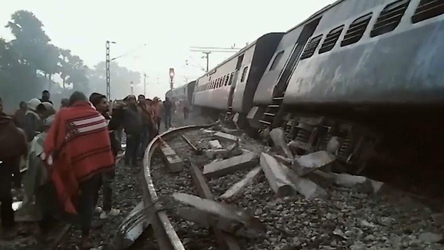 Поезд сошел с рельсов в Индии