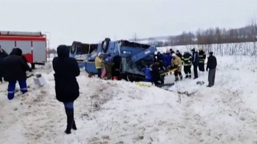 В ДТП с участием автобуса погибли 7 человек, в том числе 3 ребёнка