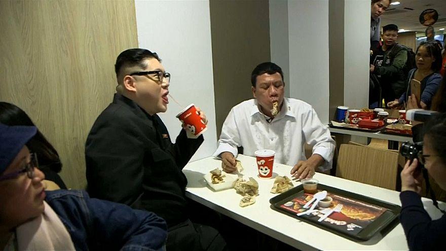 مقلدا الرئيس الفلبيني والزعيم الكوري الشمالي