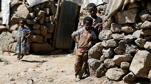 Crianças num campo de deslocados perto de Sanaa, no Iémen