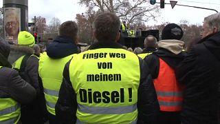 Teilnehmer des Gelbwesten-Protests in Stuttgart