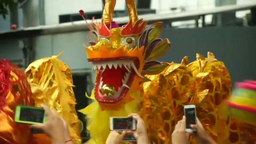Китайские танцы на улицах Буэнос-Айреса