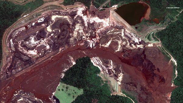 A Corrego do Feijao bánya környéke négy nappal az áradás után műholdképen