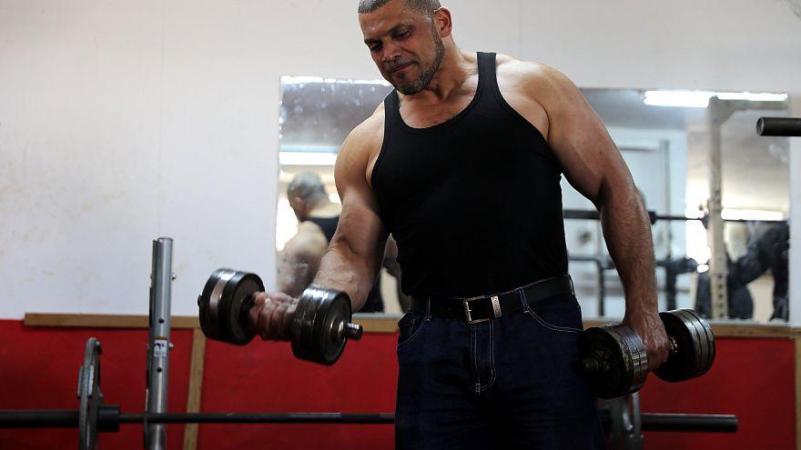 المؤذن إبراهيم المصري ممارساً الرياضة