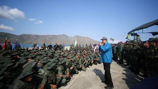 Maduro pide lealtad a los militares para defender la soberanía