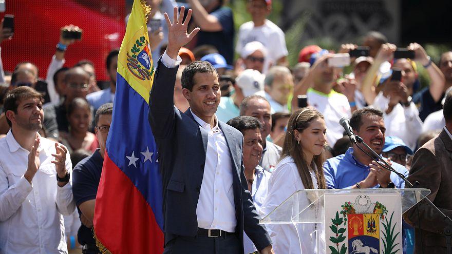 Βενεζουέλα: Ευρωπαϊκά κράτη αναγνωρίζουν τον Γκουαϊδό ως μεταβατικό πρόεδρο
