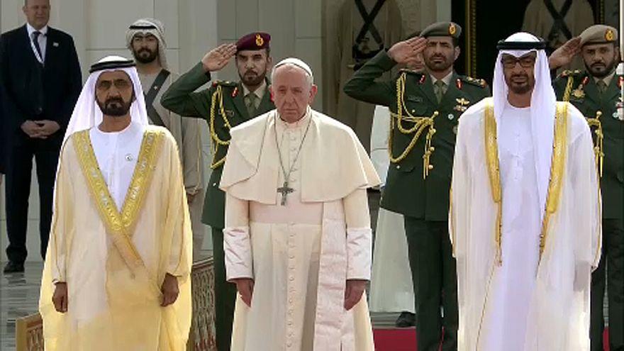 Λαμπρή υποδοχή για τον Πάπα στα ΗΑΕ
