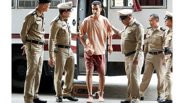 بازیکن سابق تیم فوتبال بحرین در تایلند با پابند به دادگاه برده شد