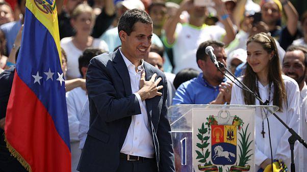 روسیه: به رسمیت شناختن گوایدو به عنوان رئیسجمهوری موقت ونزوئلا مداخله خارجی است
