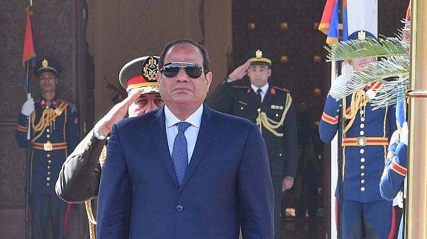 """مصريون يرفضون التمديد للسيسي بهاشتاغ """"لا لتعديل الدستور"""".."""