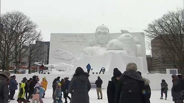 شاهد: 200 تمثال لأيقونات عالمية في أكبر مهرجان ياباني للثلوج