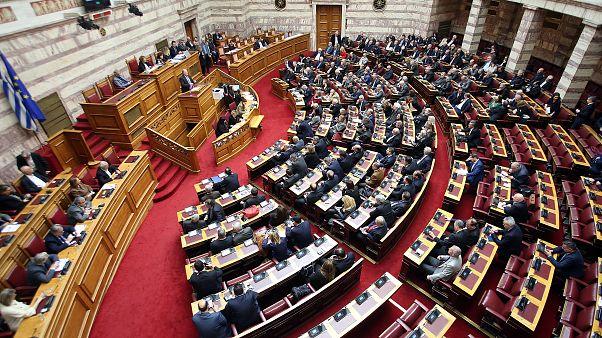 Θύελλα για τους έξι βουλευτές που θα στηρίζουν την κυβέρνηση