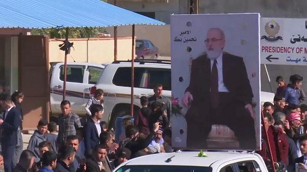 الإيزيديون يشيعون جثمان زعيمهم الأمير تحسين بك