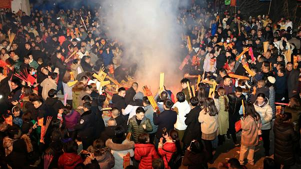 Çin'de 'Domuz Yılı'nın ilk gününde tapınaklara akın