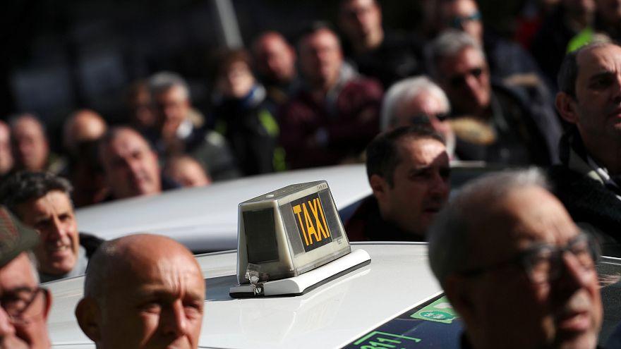 Los taxistas de Madrid votan este martes si continúan con la huelga