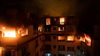Parigi sotto shock per l'incendio più grave da decenni