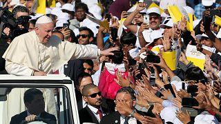 Emirats : le pape célèbre une messe inédite en plein air