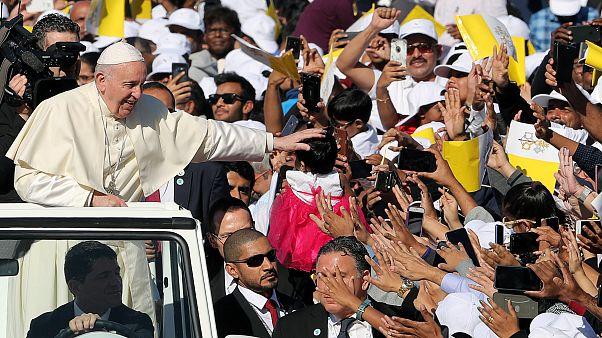 Papa apela à paz em missa para mais de 100 mil em Abu Dhabi