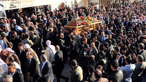 Eltemették a jazidik Németországban meghalt vezetőjét