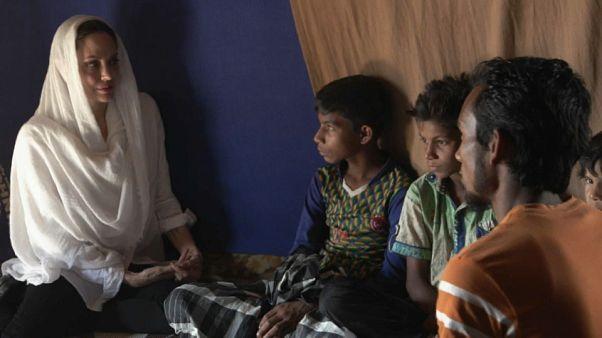 أنجلينا جولي تزور مخيمات لاجئي الروهينغيا في بنغلاديش