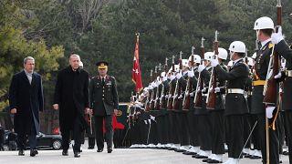 تركيا ترصد مكافأة بقيمة 4 ملايين ليرة للعثور على الضباط الفارين الى اليونان
